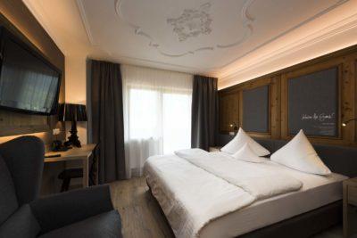 Architektur-Fotograf-Der-Stubaierhof-Neustift-Interior-Doppelzimmer-Deluxe-Fotograf-Chris-Hasibeder-Innsbruck