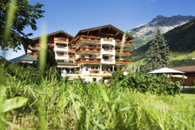 Architektur-Fotograf-Der-Stubaierhof-Neustift-Aussenansicht-Garten-Fotograf-Christoph-Hasibeder-Innsbruck